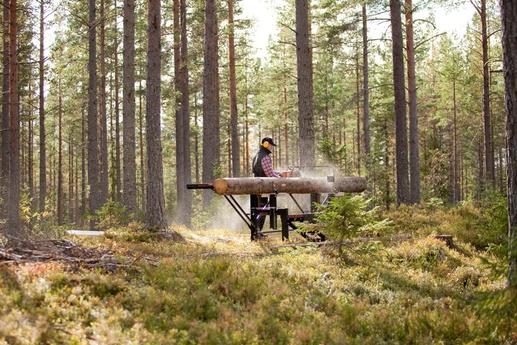 Logosol farmers m8 sawmill with husqvarna 390 xp chainsaw logosol m8