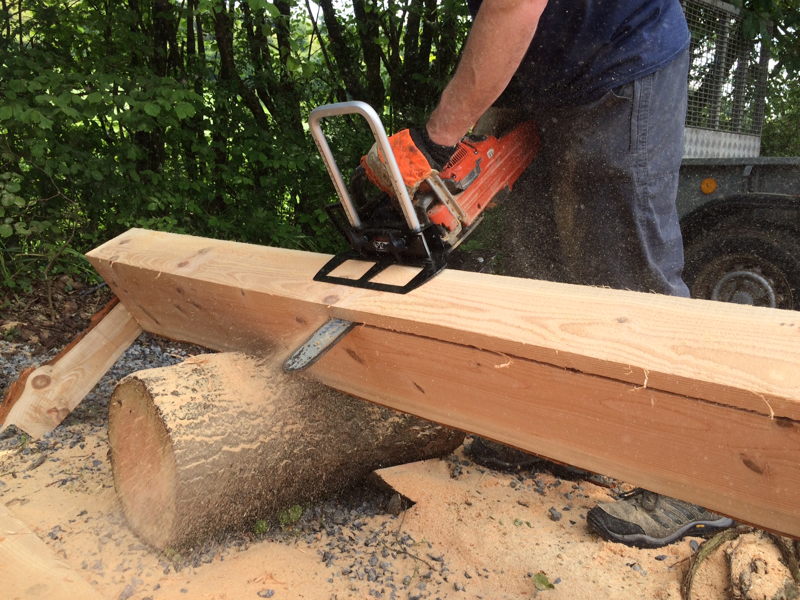 how to make a homemade chainsaw sawmill