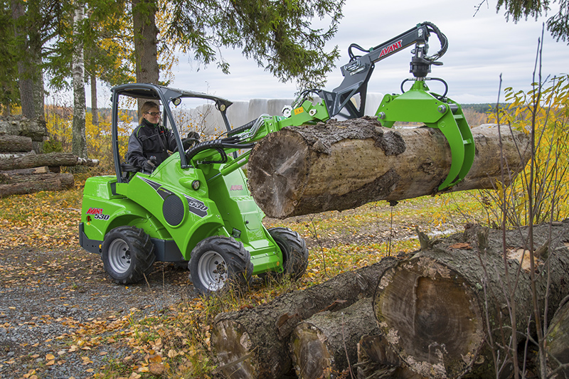 Avant 530 compact loader with timber grapple